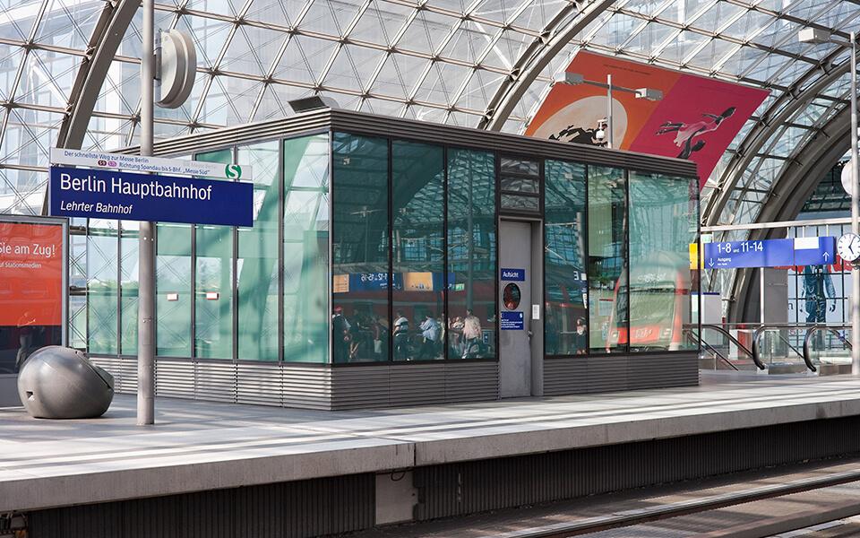 Hauptbahnhof Gleis Innenansicht Berlin_2