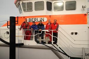 Ein Stück Berlin von boeba aluminium auf hoher See